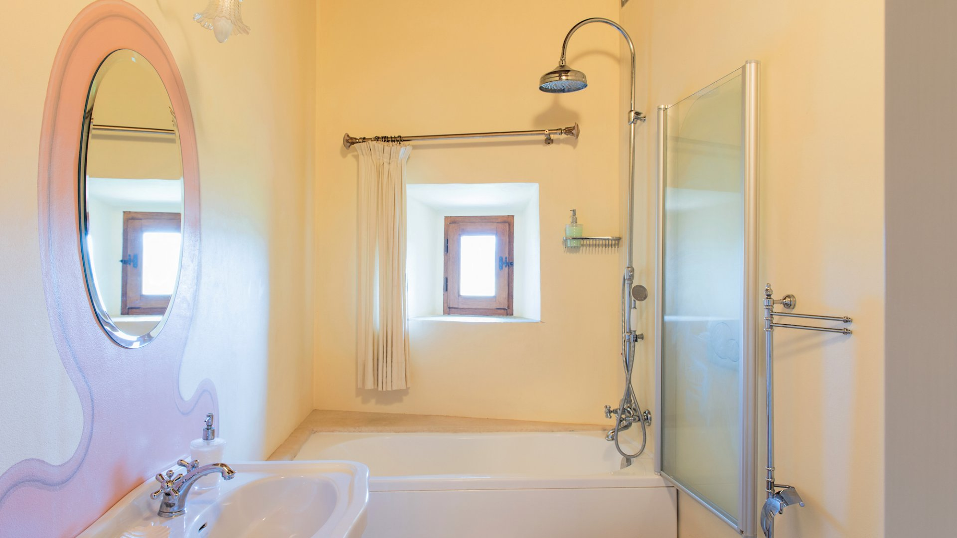 en suite bathroom of bedroom n.1