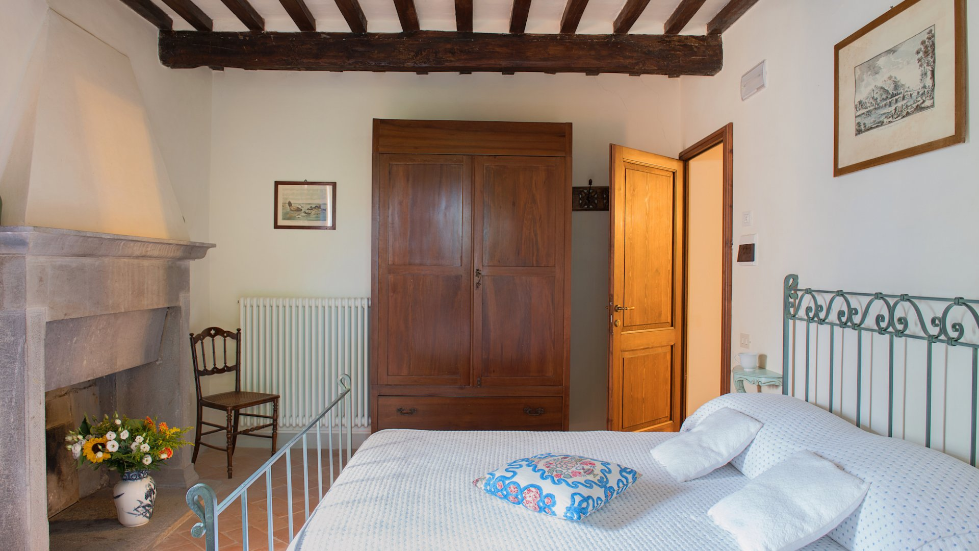 guest quarter, bedroom 8