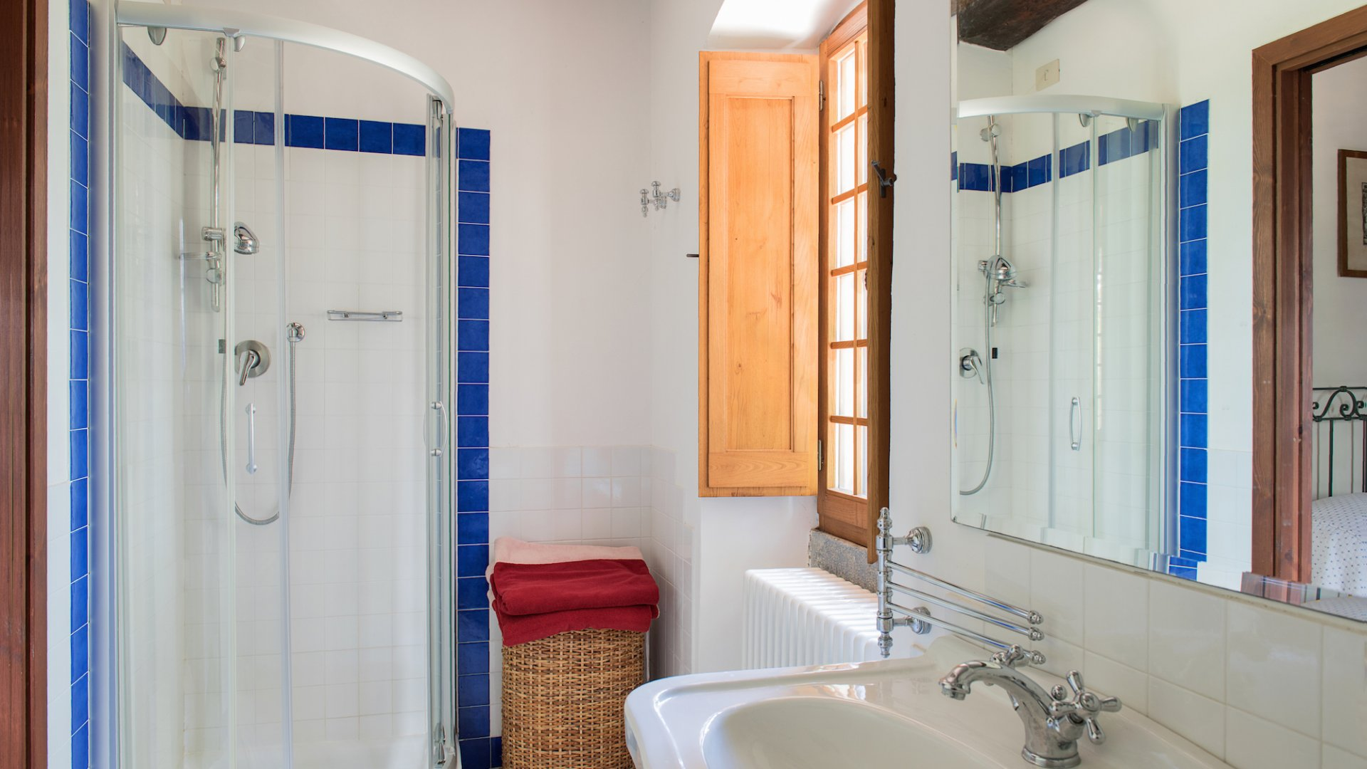 en suite bathroom of bedroom n. 8