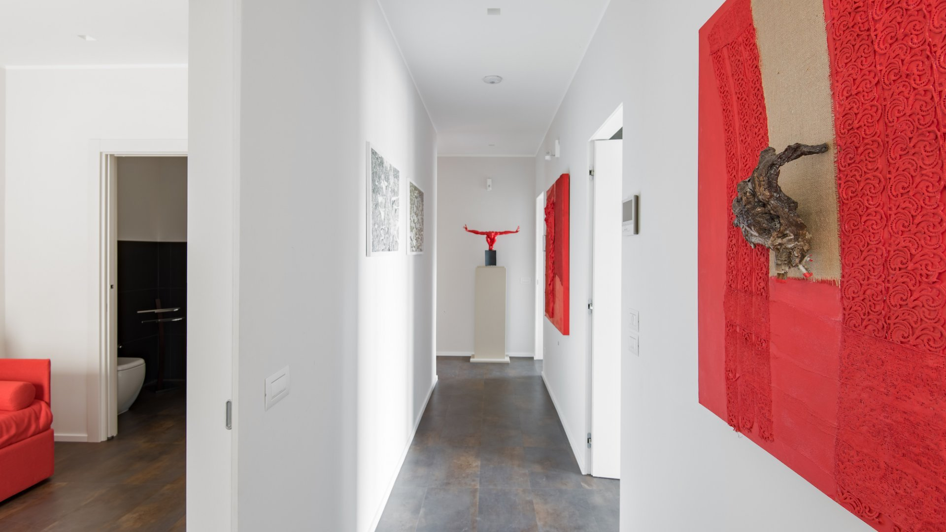 corridor leading to the bedrooms