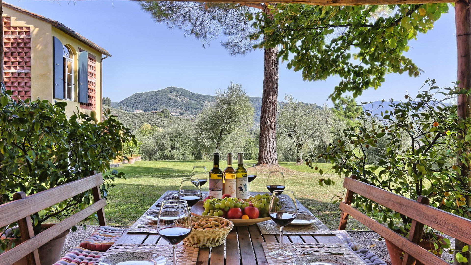 luxury traditional vacation villa in Tuscany