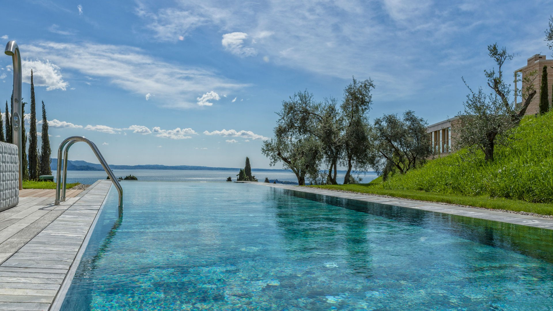 private swimming pool and view of Garda lake